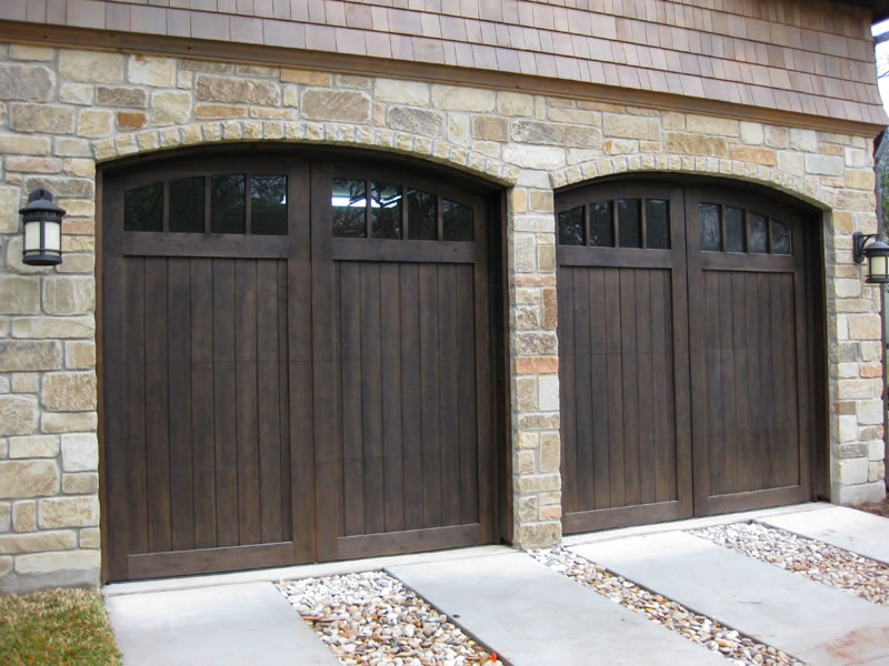 Delicieux Garage With Dark Brown Doors And Stone Border